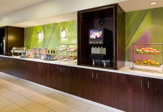 SpringHill Suites Phoenix North: Breakfast Buffet
