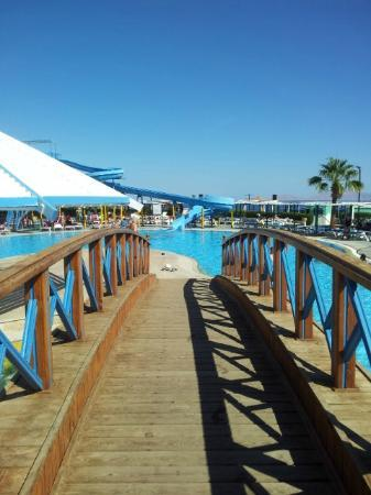 Dreams Beach Resort: pool area