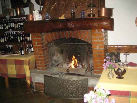 B&B Ca' Noeva: an inviting warm fireplace in the morning and all day