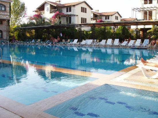 Belkon Club Hotel: pool area