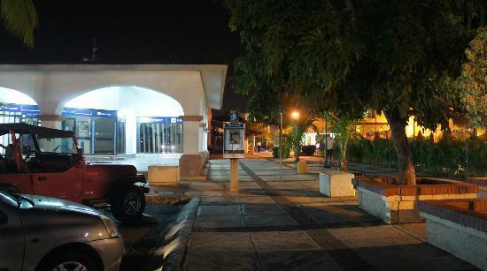 Quique's Place: Restaurant La casa de Lalo located behind of bank Bancomer