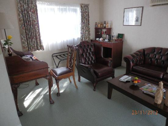 Mangapapa Hotel : Lounge - Oxford suite - good mini bar, free Waiwera waters etc