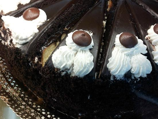 La Fiorentina Pastry Shop: Can you believe that this chocolate cake has a layer of cheesecake in it?