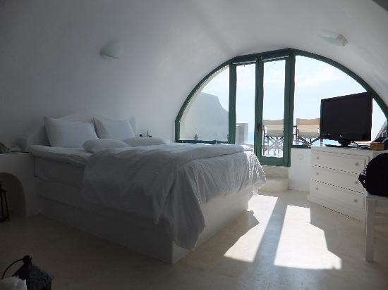 Anastasis Apartments: White Suite bedroom
