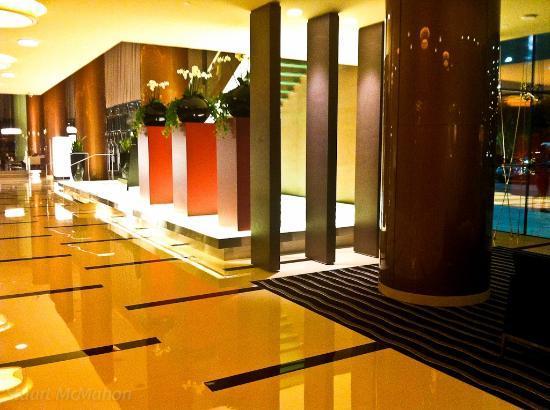 Park Rotana Abu Dhabi: Foyer