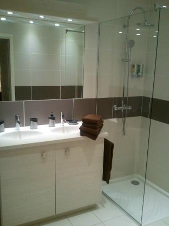 Residence Hoteliere la Cerisaie: Salle de bain