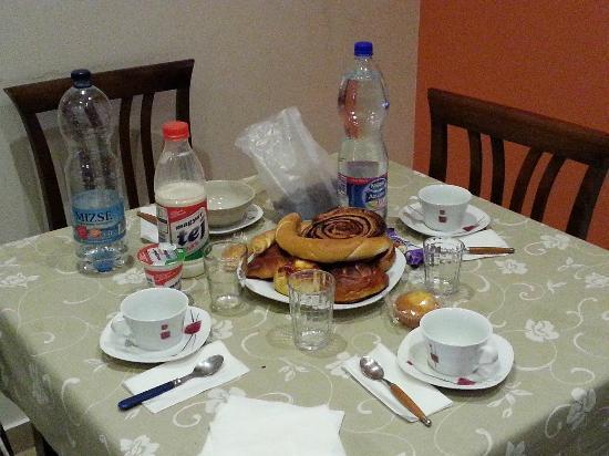Budapest Easy Flat - Apartments JOKAI : tavolo x colazione
