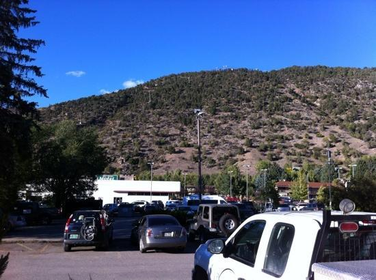 Ramada Glenwood Springs: parking lot view