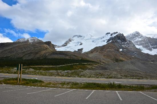 The Glacier View Inn: Columbia Icefields