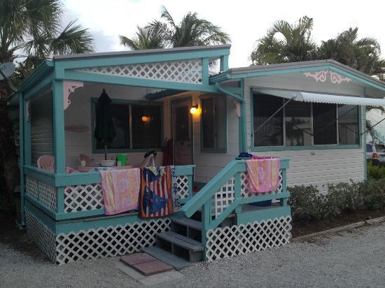 Gulf Breeze Cottages: Exterior of Beach House