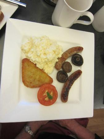 Tyn-y-Fron Luxury B&B: Full welsh breakfast (minus the beans)