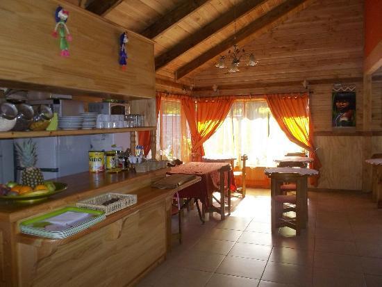 Hostel Pucon Sur: Buffet self-service de café da manhã