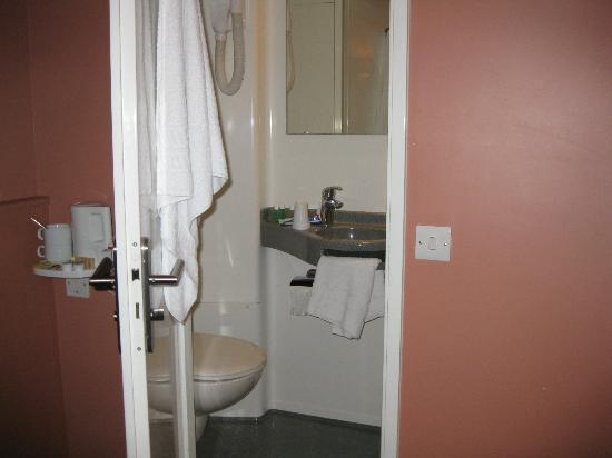 Castleton Hotel: Ensuite bathroom