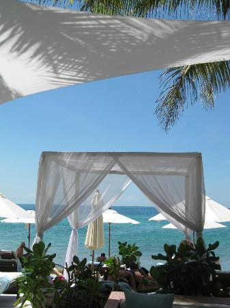 Twinpalms Phuket: Beach beds at Catch Beach Club