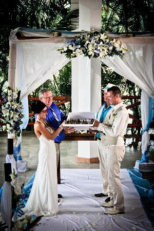 Marival Residences Luxury Resort Nuevo Vallarta: Weddind ceremony