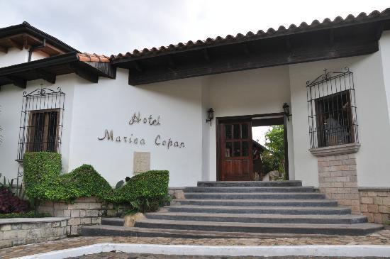 Hotel Marina Copan: puerta principal