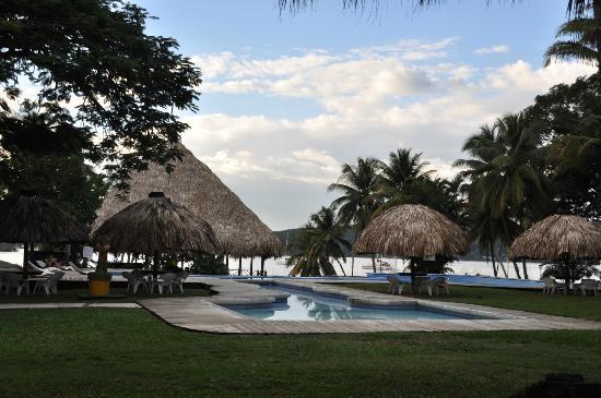 Hotel Marina & Yacht Club Nana Juana: piscina