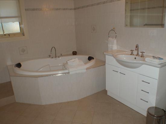 Barossa Vineyard Cottages: Beautiful Spa