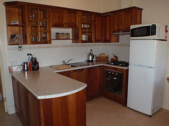 Barossa Vineyard Cottages: Kitchen