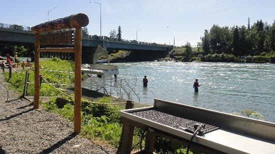 Kenai River Lodge: Great area for fishing and cleaning your fish