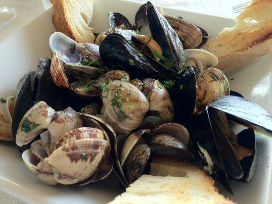 La Rondinella: ランチ:貝のワイン蒸し