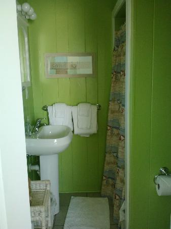 Arbors by the Sea: Bathroom in Iris cottage