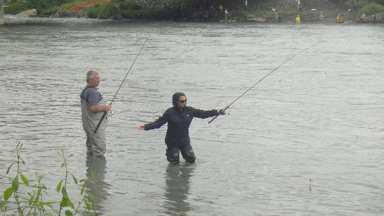 Kenai River Lodge: Enjoying fishing with the family