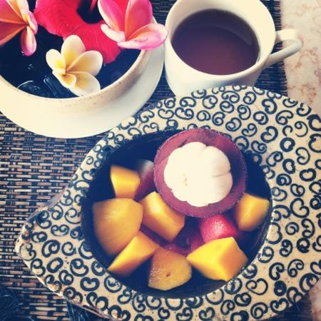 Puri Bayu Guest House: Mangostin and mango on the terrace
