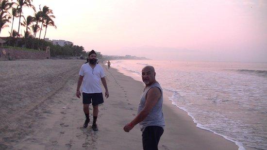 ClubHotel RIU Jalisco: Morning walk on the Beach