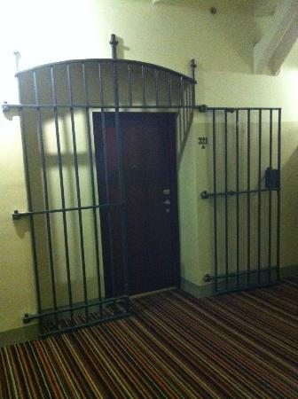 Hotel Katajanokka: Door to guestroom