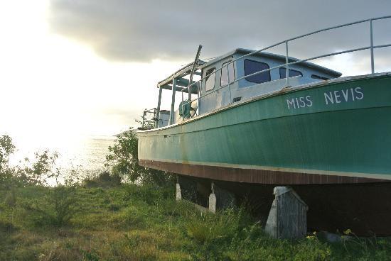 Nevis: pretty boat