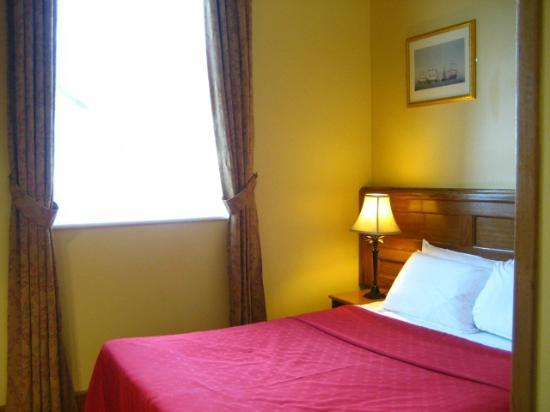 Scholars Townhouse Hotel : Guestroom with queen bed