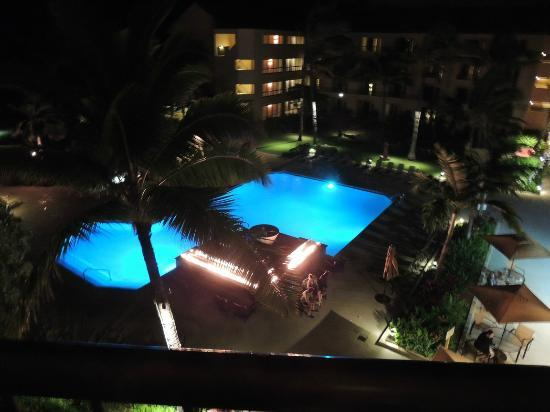 Courtyard Kaua'i at Coconut Beach: Pool/Courtyard at night. Those are flames near fountain. Very cool!