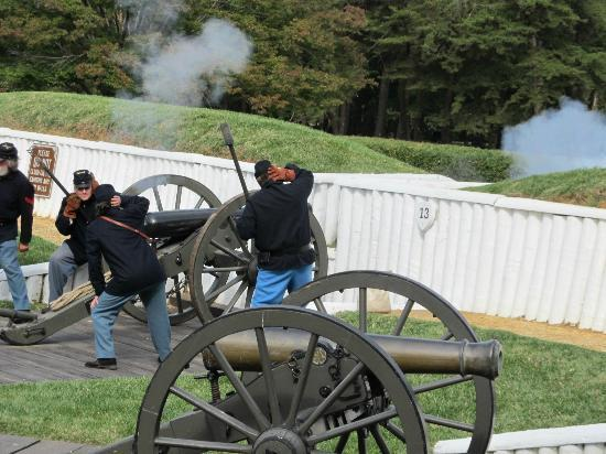 Alexandria, VA: Demonstration of artillery firing