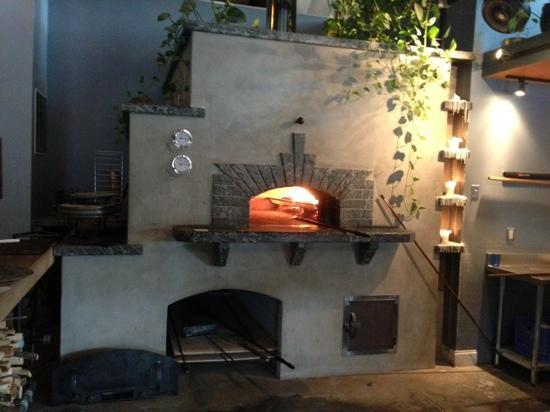 Folino's Wood Fired Pizza: wood fired oven at Folino's