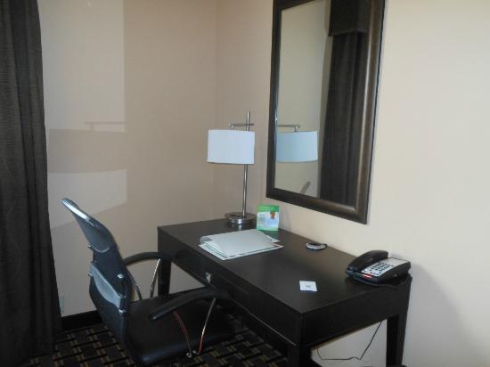 Holiday Inn Arlington: Nice desk