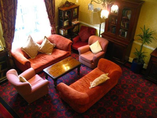 Castle Hotel: Backing sitting room