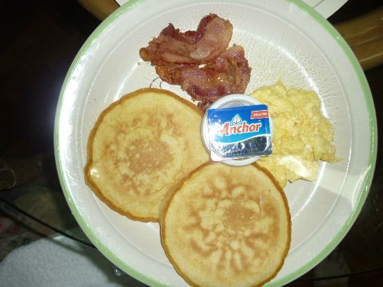 Asian Mansion II: Pancakes with bacon for breakfast