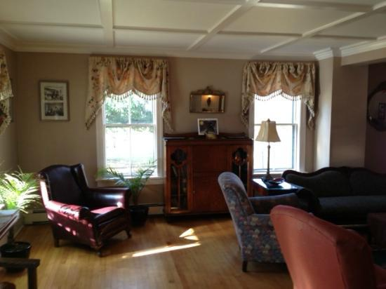 Cranmore Inn: living room