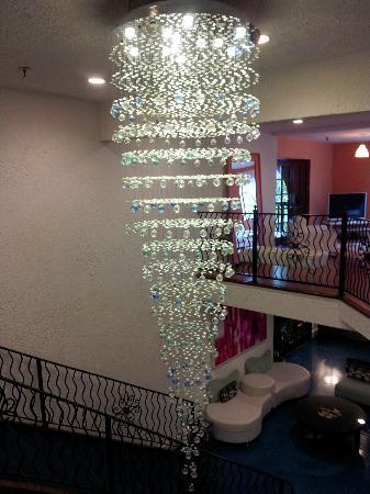 Hotel Zico: Lobby chandelier