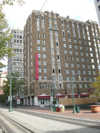 Residence Inn Memphis Downtown: Exterior of the Residence Inn in Memphis