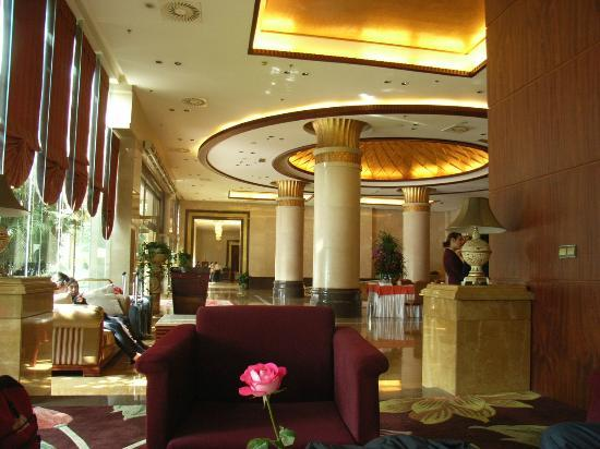 Yunnan Zhenzhuang Guest House : Hotel lobby