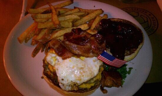 Ted's Montana Grill: Canyon Creek Burger w/ fries, delicious!