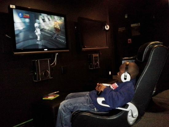 Alderbrook Resort & Spa: Austin enjoying the Xbox room!!