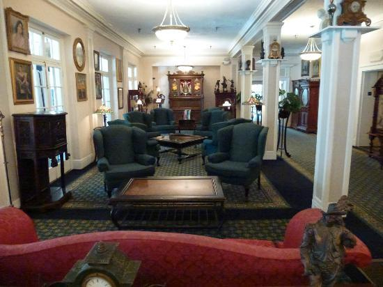 The 1927 Lake Lure Inn and Spa: Lobby sitting area