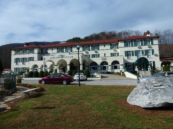 The 1927 Lake Lure Inn and Spa: Hotel front