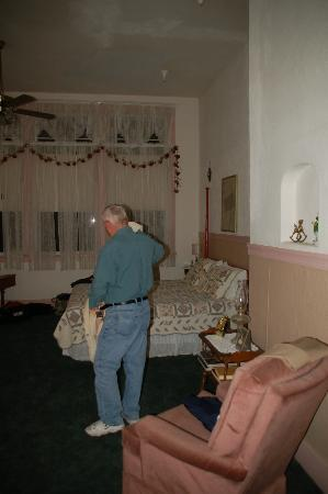 School House Inn Bed & Breakfast: Large comfy room