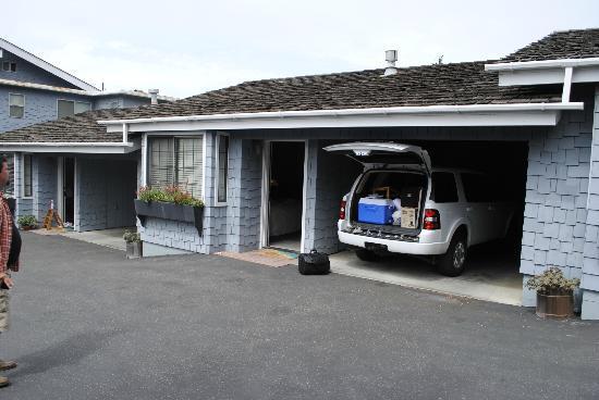 Captain's Cove Inn : Adjoining car port