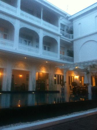 Ping Nakara Boutique Hotel & Spa : The pool in the evening