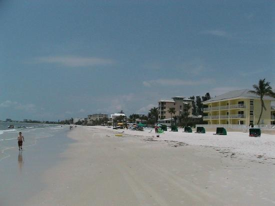 Sandpiper Gulf Resort: Beach area